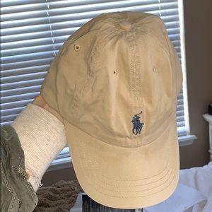 Khaki Polo hat with Navy logo! ✨